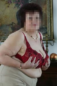 Gorąca babcia czeka na odwiedziny
